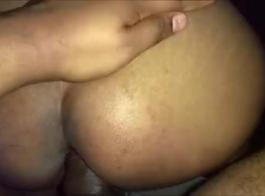 زوجة ديسي مارس الجنس من قبل الهرة الثلاثي