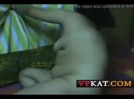 امرأة سمراء أمي المصرية لديها الحمار سميكة كبيرة وحزام على اللعنة له الديك!