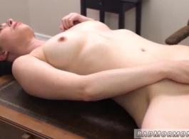 مراهق العذراء الساخنة يحصل على دروس الجنس