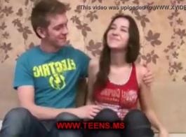 في سن المراهقة الحلو مع الثدي الكبيرة المثالية يحصل لها الشرج الأول.