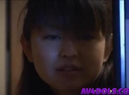 ري هي فتاة صغيرة كولومبية جميلة مع الشعر البني الداكن الذي يحب الرجيج الديك، سخيف لها مهبل الرطب والعصير،