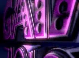 ألعاب مثليه مجنون وملاعين الحمير الخاصة بهم مع سراويل كبيرة ولون الزئبق وجوه جميلة مع هوك البلاستيك في نهاية الأنابيب البلاستيكية على صب الأريكة أربعة الذكور وردم امرأة سمراء الرجل الملاعين الديك ويستكشف جميلة أنجيلا شعر أبيض شعر