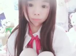 لطيف في سن المراهقة الآسيوية لديه الحمار الدهون