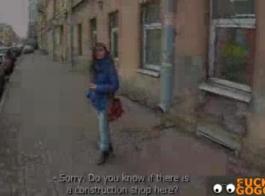 امرأة سمراء في سن المراهقة بوف مارس الجنس