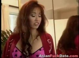 المرأة الكورية الناضجة تتمتع بمشهد جنسي كبير في استراحة الغداء