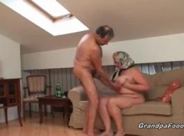 الجدة شقراء تمتص الديك والحصول على مارس الجنس من الصعب، فقط لأنها تحب ذلك مثل ذلك.