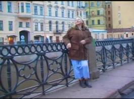 كانت الفتاة الروسية مفلس حريصة على الحصول على مارس الجنس حتى تبدأ الطين ويصرخ.