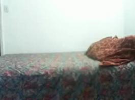 حصل الرجل الآسيوي المتزوج على تدليك لطيف الحمار من صديقته الساخنة، في غرفة فندق.