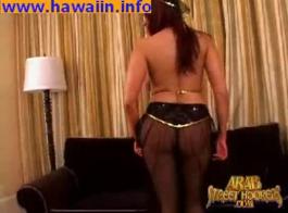 قرر مراهق مفلس أن يمارس الجنس مع جارتها، لأنه سخيف لها كثيرا.