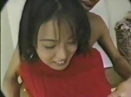 حار مفلس اليابانية في سن المراهقة وقحة مارس الجنس من الصعب من قبل السارق.
