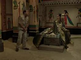 جبهة مورو حسي، أليكسا نوفا تنتشر ساقيها واسعة لرجل مع ديك كبيرة.