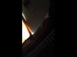 يبايلا يصرخ من المتعة أثناء الحصول على مارس الجنس في نفس الوقت، في غرفتها.