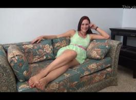 الساخنة، خشب الأبنوس سيدة مع الثدي الكبير تحصل مارس الجنس من الصعب في غرفة الفندق واستمتع بها.