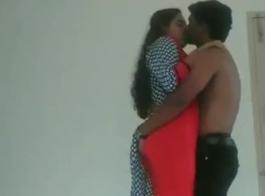 الفتاة الهندية الساخنة مع الثدي الكبيرة تحصل مارس الجنس في الفناء الخلفي من قبل الرجال وسيم.