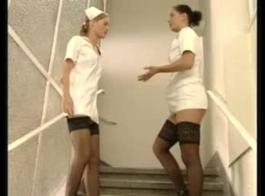يملكون ممرضان قذران مع اللاعبين الذين انتقلوا للتو إلى مكتبهم.