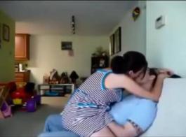 زوجين رومانسيين يفعلان ذلك على حلبة الرقص، وليس حول مكتب عرض التلفزيون الواقع.